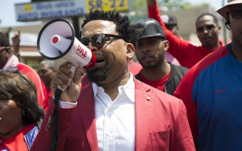 Chicago Pastor Attracts Thousands for Anti-Violence Protest