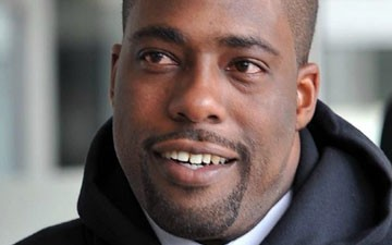 Exonerated Brian Banks signs with Atlanta Falcons