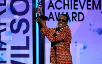 Charlie Wilson accepts the lifetime achievement award at the BET Awards at the Nokia Theatre