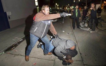 Undercover Cop Draws Gun on Protesters in Oakland