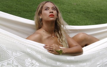 Beyonce Poses Nude In A Hammock, Posts Sexy Swimsuit Pics