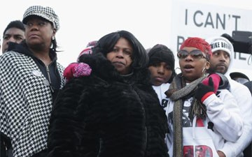 Tamir Rice's Mother Moves Into a Shelter as Family Struggles With No Charges or Burial