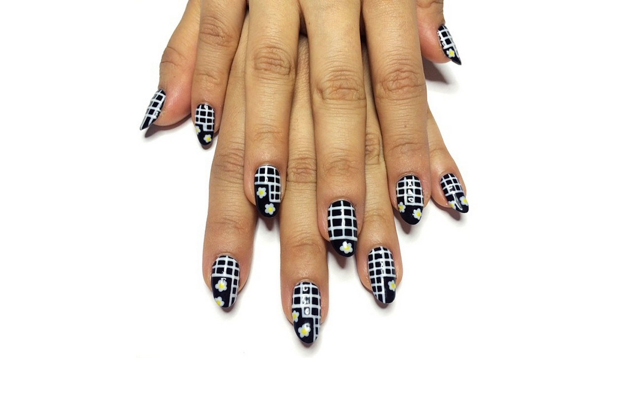 NAILS OF THE WEEK] The Fall Graphic Grid Manicure - EBONY