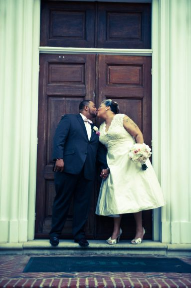 Kisses can never be old, even after 11 years. The bride Ivori Lipscomb-Warren and groom Kevin Warren lay a wet one on each other