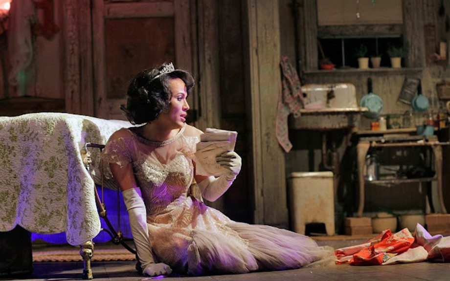 Nicole Ari Parker as the iconic Blanche DuBois. (Photo by Ken Howard)