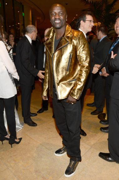 Akon, decked out in black and gold, declines to throw up the Alpha Phi Alpha sign.