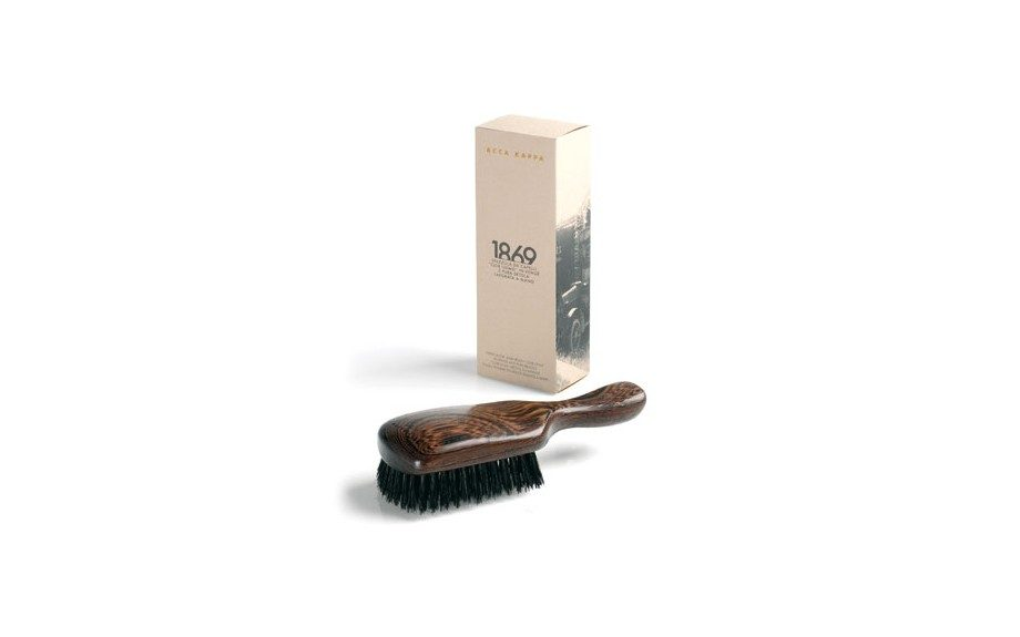 """AccaKappa 1869 Hair Brush ($84.00,<a href=""""http://www.mensdirect.com/product/Acca-Kappa-1869-Hair-Brush/tools-hair-brushes-combs"""" target=""""_blank"""">mensdirect.com</a>) <div> </div>"""