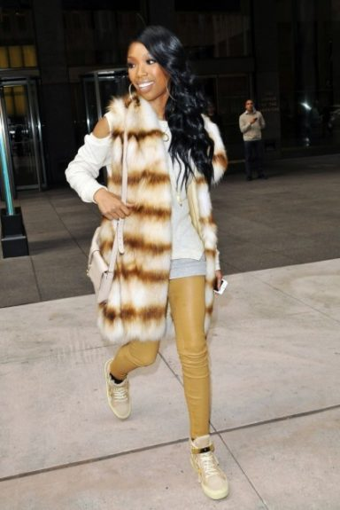 Brandy signs autographs outside of the Today Show, wearing a daring fur vest. Cute and comfy