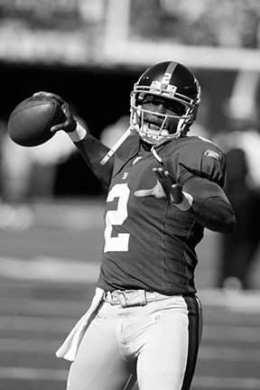 <p> 	<strong>2007</strong></p> <p> 	Anthony Wright attempted seven passes for the New York Giants, making it the last NFL team to have a brother take a snap.</p>