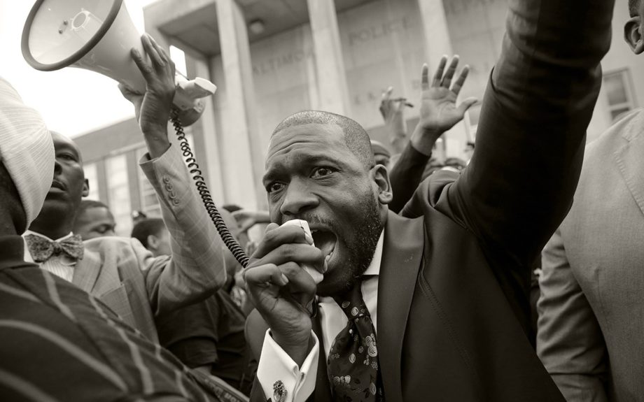 <p> 	BALTIMORE: The Rev. Jamal Bryant leads a rally outside of the Baltimore Police Department's Western District police station during a march and vigil for Freddie Gray, Tuesday, April 21, 2015, in Baltimore... (AP Photo/Patrick Semansky)</p>