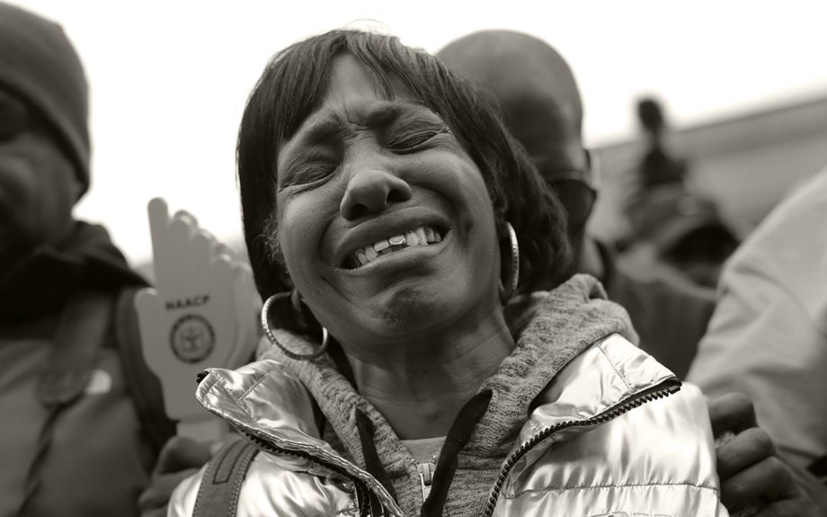 <p> 	BALTIMORE: Angela Hazel reacts during a moment of silence before a protest march for Freddie Gray, Thursday, April 23, 2015, in Baltimore... (AP Photo/Patrick Semansky)</p>