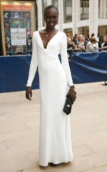 Alek Wek does not have to do much to look flawless and elegant. She kept her makeup and accessories to a minimum and let a long-sleeve, floor-length dress speak for itself.