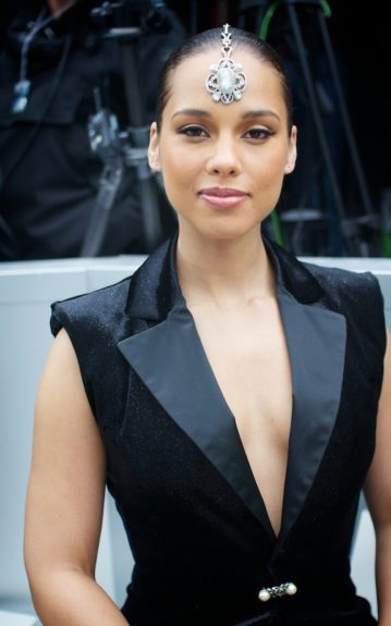 Alicia Keys modeled the designer's headpiece from her front row seat