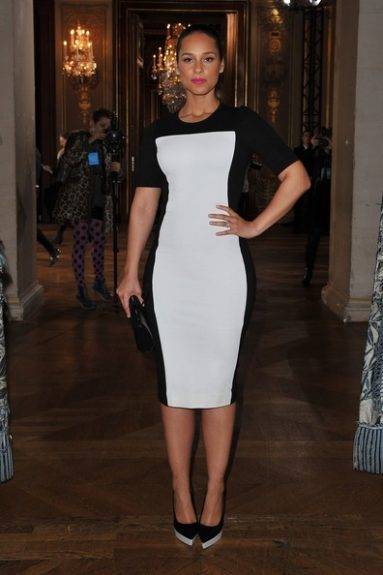 Alicia Keys looks smoking hot and super thin in Stella McCartney's 'optical illusion' black and white dress. We love!