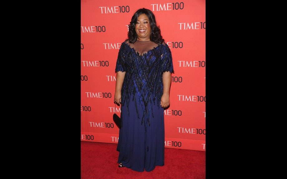 """<span style=""""font-size: 12px;"""">Awesome to see </span>Shonda<span style=""""font-size: 12px;""""> </span>Rhimes<span style=""""font-size: 12px;""""> out and about, showing off her curvy figure in a royal blue and black embellished gown. Photo Credit: </span>WENN"""
