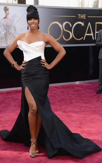 Kelly Rowland is working this Donna Karan Atelier gown. We wouldn't have minded a different hairstyle, but she still looks gorgeous. Photo Credit: WENN