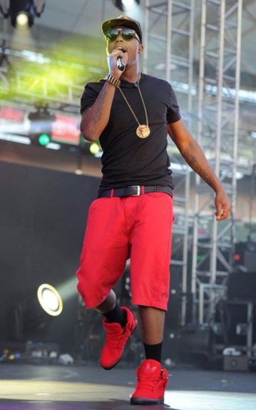 B.O.B. performed in a monochromatic outfit in a black tee with a black belt and black socks, red shorts and red adidas high-tops. He broke up the look with a gold medallion chain