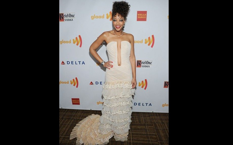 Actress, Kristal Oates looked stunning at the 23rd Annual GLAAD Media Awards in an off-white, low cut strapless dress embroidered with lace tiers.