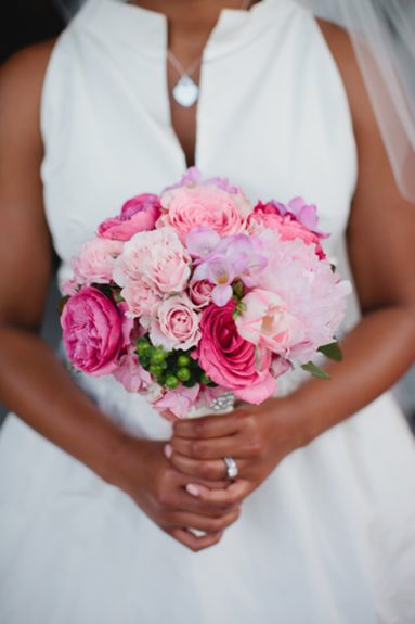 The bride D'Ann Reid's bouquet—the very definition of classic