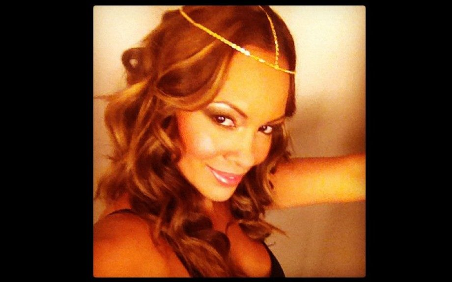 Draya's fellow Basketball Wives star, Evelyn Lozada, snapped a pic' of herself in a similar yet more delicate style