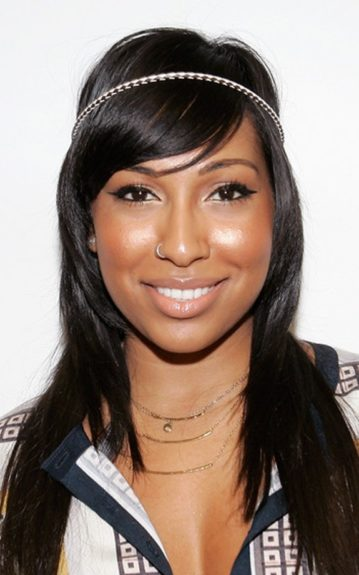Melanie Fiona tried Ashanti's version of the style, but ditched it for a simple thin patterned band which she wrapped around her long, side-swept bangs