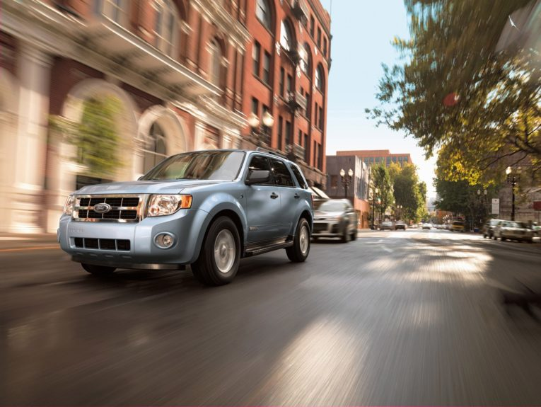 Ford Escape XLS: equipped with the 4-cylinder engine runs approximately $1,137.