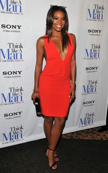 She rocks the Jimmy Surfs yet again, this time showing off a red pedi to match her tastefully revealing red dress