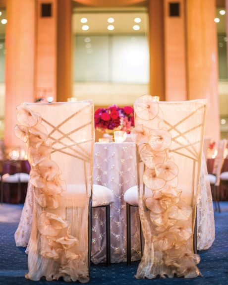 These chairs are so stunning.