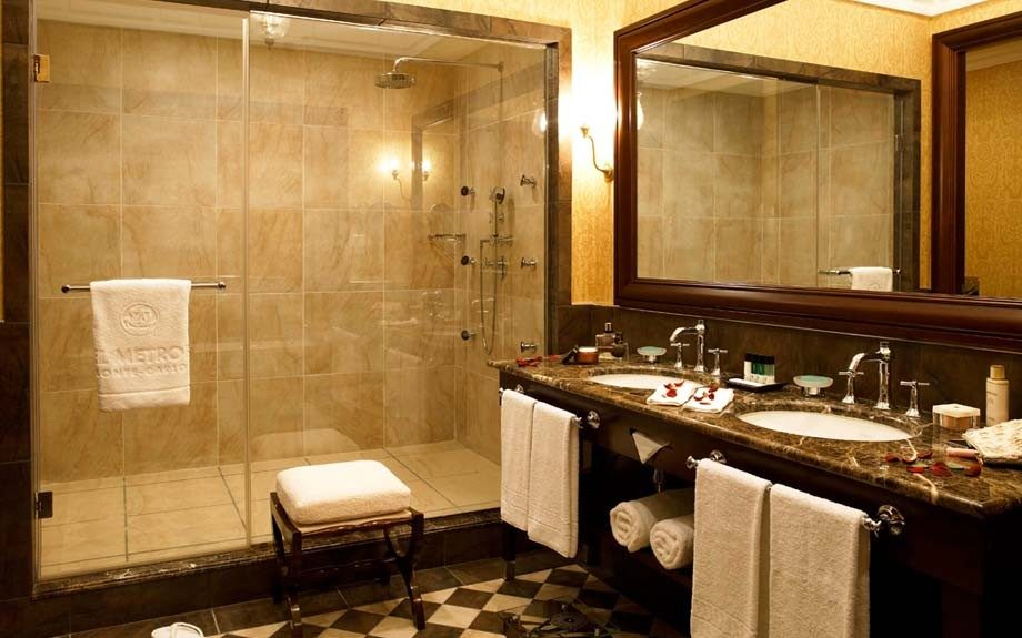 Hotel Metropole_bathroom suite