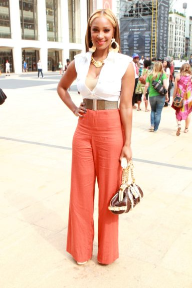 Singer Olivia is wearing the Devon Thomas collection, accessorized with a Versace bag and Giuseppe Zannoti shoes.