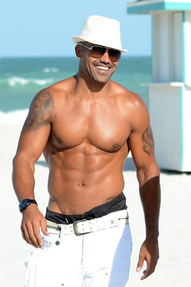 'Criminal Minds' star Shemar Moore is seen walking on the beach in Miami Beach, Florida.