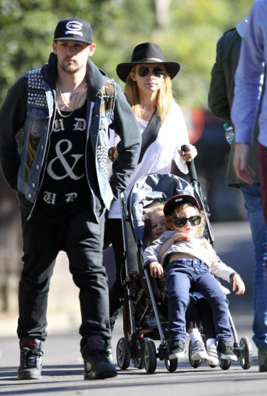 Nicole Richie and Joel Madden take the kids to Sydney Zoo in Australia.