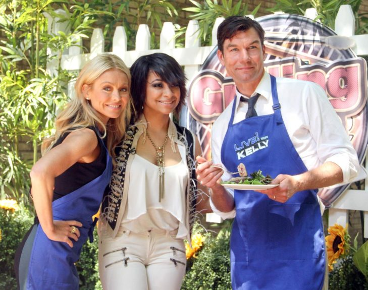 """Raven Symone, Kelly Ripa, and Jerry O'Connell at ABC Studios on the """"Live With Kelly"""" show in New York City to do a cooking segment."""