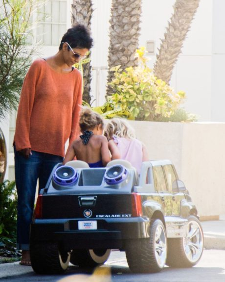 Halle Berry enjoys a quiet low key Sunday while her daughter Nahla plays with her next door neighbors in Malibu, CA.