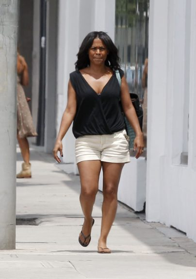 Nia Long steps out without any makeup and runs errands in Los Angeles. Mandatory Credit: INFphoto.com