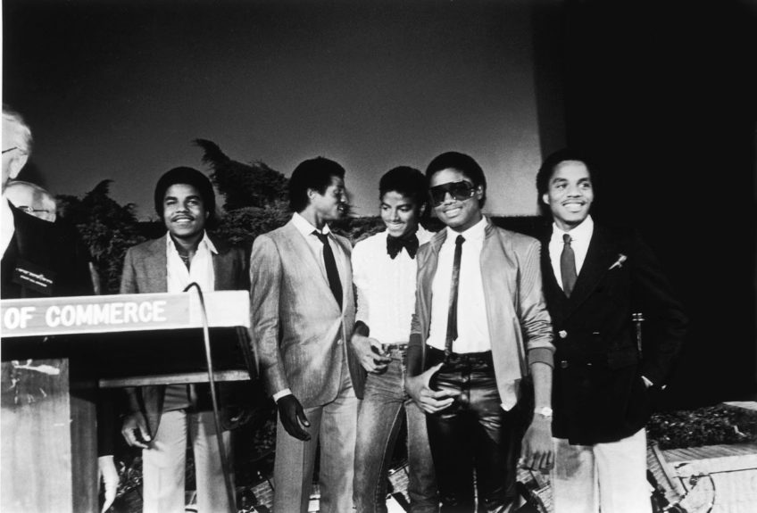 Jackson poses with brothers of the Jackson 5