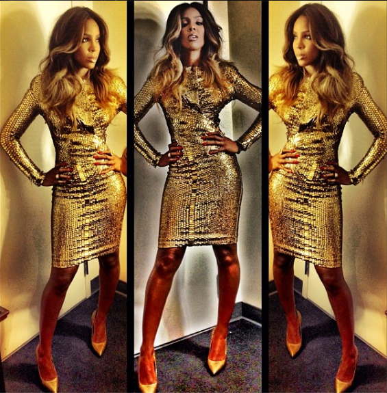 Golden to the nines, Kelly serves us in this metallic gold Tom Ford sequin minidress andgold pumps, as well as adding some golden ombrehighlights to her loose waves, while heading to an <em>X Factor</em> taping.