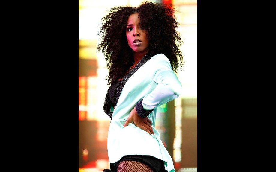 Kelly Rowland strutted across the stage for her Supafest performance with big hair and a tuxedo with blinged out lapels