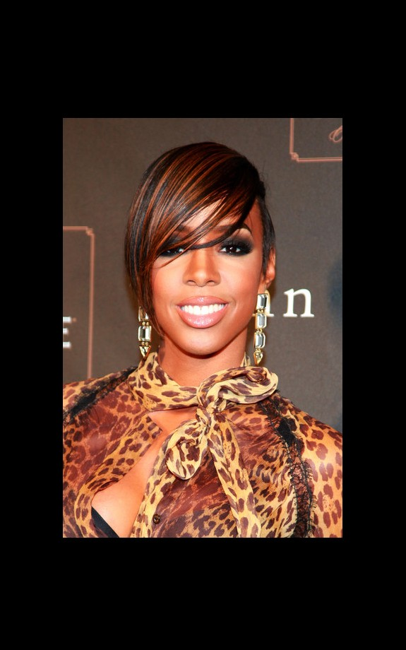 Kelly Rowland and statement hair color? A winning streak indeed!