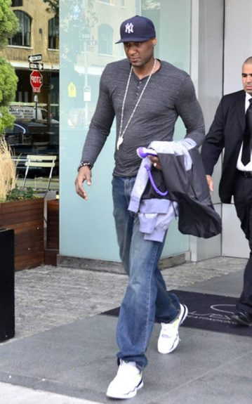 Lamar Odom hit the streets with his chain hanging low and a Yankee fitted cap on.