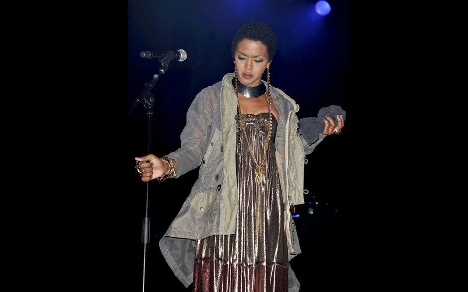 Lauryn Hill hit yet another stage, this time in London in a metallic strapless dress with heavy metal jewelry to match