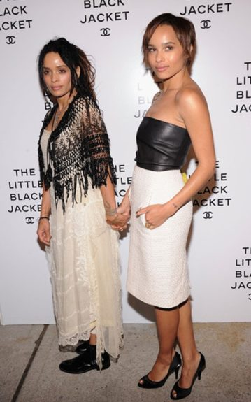 Mother and daughter duo, Lisa Bonet and Zoe Kratviz look classy and glamorous in their black and white. Lisa was glowing in an off white ankle length dress and black patterned shawl. Zoe showed off her polished look in her black top and white tweed Chanel skirt