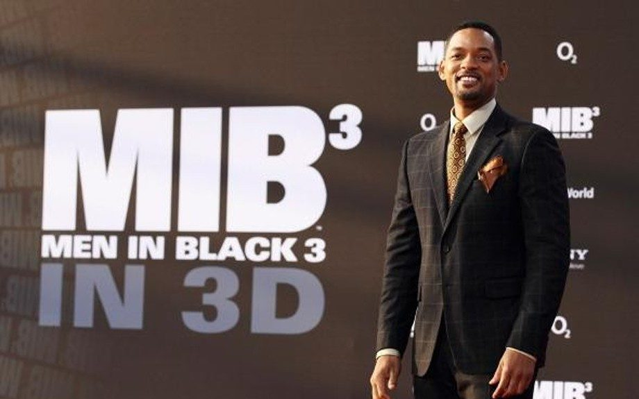 Will Smith continues his Men in Black 3 premiere tour, this time stopping through Germany in another plaid suit with a brown patterned tie and a solid brown pocket square.