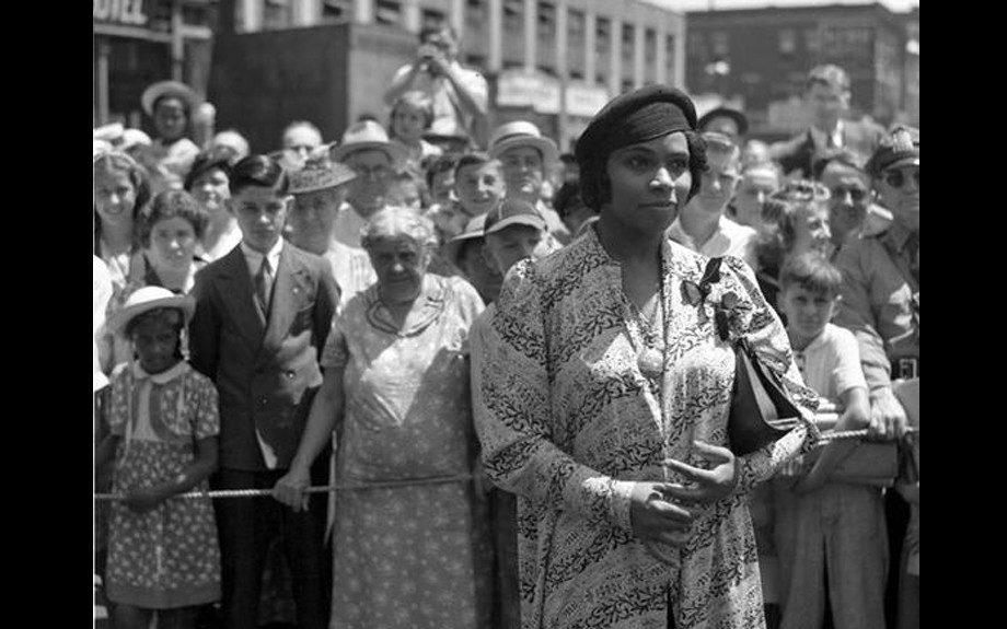 """Marian Anderson sings at 1939 premiere of film, """"Young Mr. Lincoln."""""""
