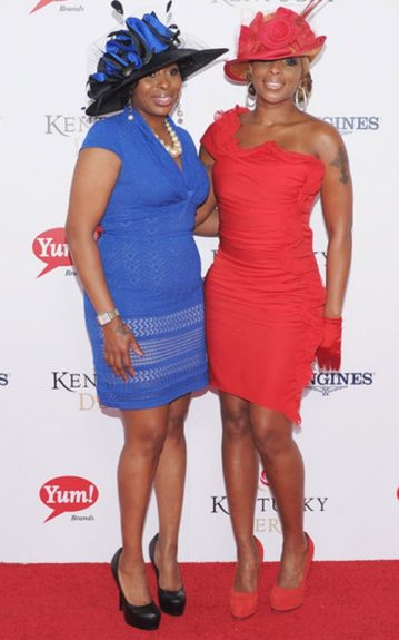 Mary J. and sis' Latonya Blige dressed up in short red and blue dresses, matching their wide brims to their outfits. Mary topped the look off with a cute pair of red, sating gloves