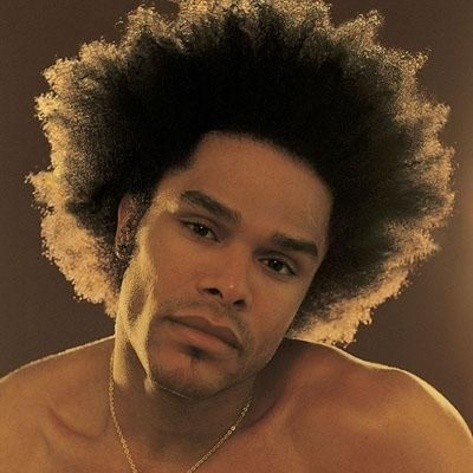 Maxwell: Maxwell and his Afro sang their way right into our hearts. The volume in his natural immediately grabs your attention. Perfection. <div> </div>