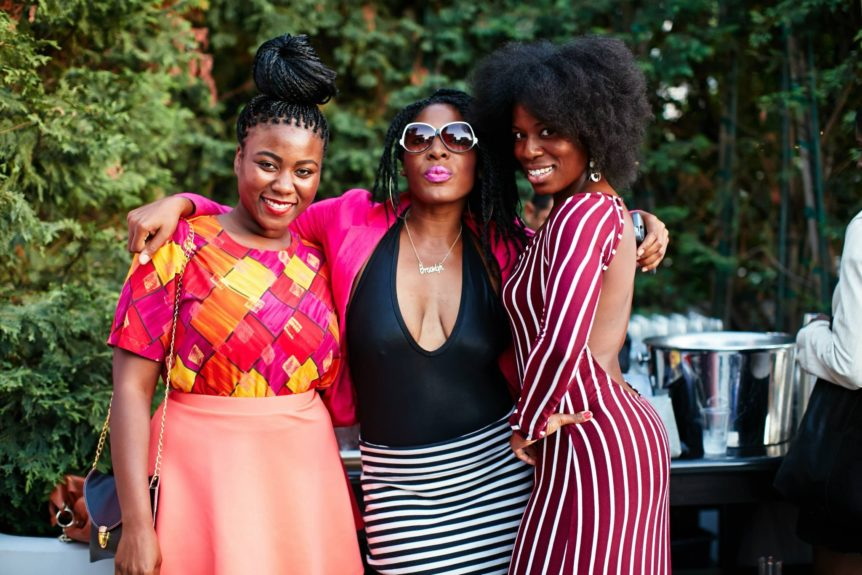 Nyvia Weathersby and natural hair bloggers get funky for the camera