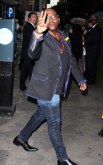 Randy Jackson chucked up the deuces in a pinstripe blazer with blue fringe cuffs and beaded jewelry.