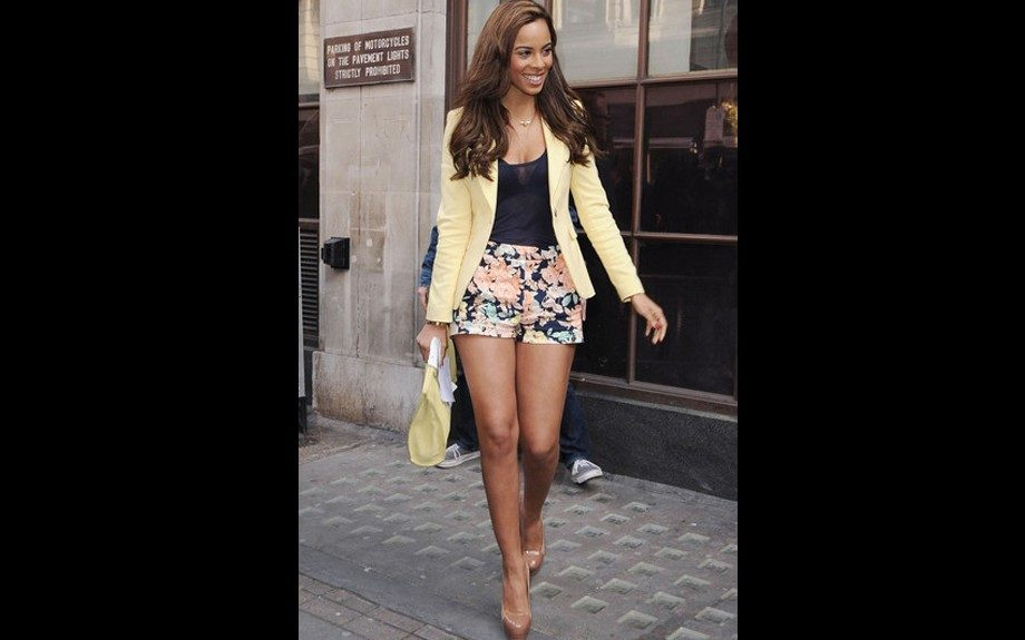 Rochelle Wiseman is at it again in florals, this time paired with a yellow blazer, a matching oversized clutch and nude YSL Tribtoo Cap-Toe pumps