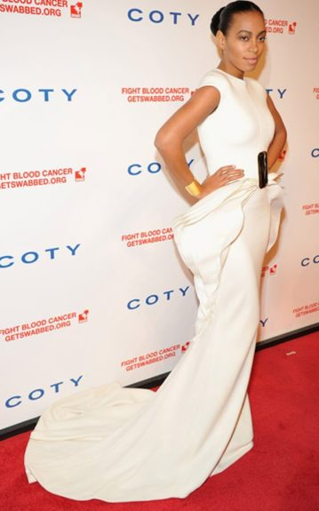 Stunning as always, Solange floats across the red carpet in an ivory Stéphane Rolland gown